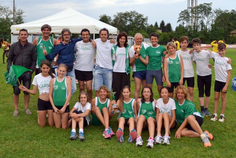 gruppo atleti e allenatori a cassano